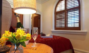 Chardonnay queen room